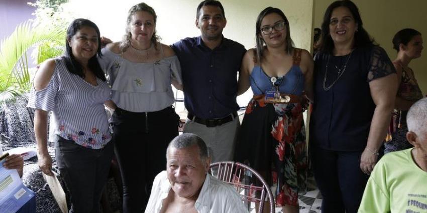 BOLSA FAMILIA E CAIXA ENTREGAM CARTÕES PARA IDOSOS