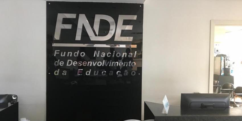 Prefeito Iavé viaja a Brasília para resolver problema da merenda escolar