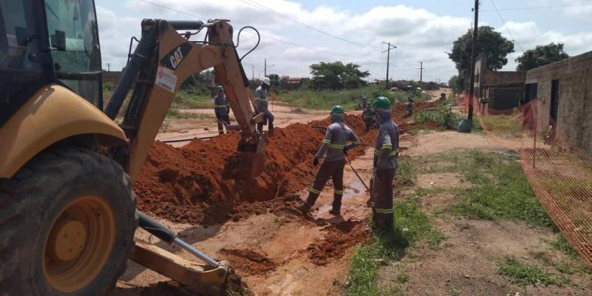 Água encanada chega ao setor Átila Douglas