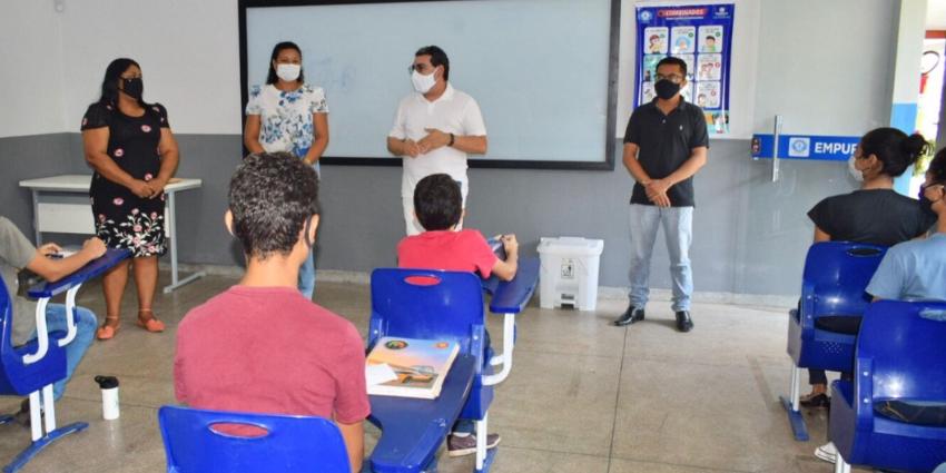 Após quase um ano e meio, alunos retornam às aulas presenciais na rede pública municipal