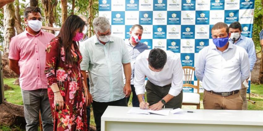 Governador assina convênio para construir Hospital de Campanha em Redenção