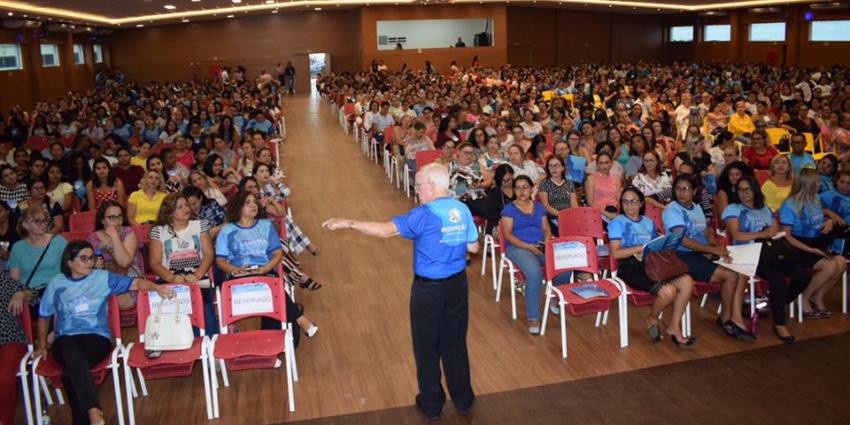 Mais de 1500 educadores participam do seminário com o escritor Celso Antunes em Redenção