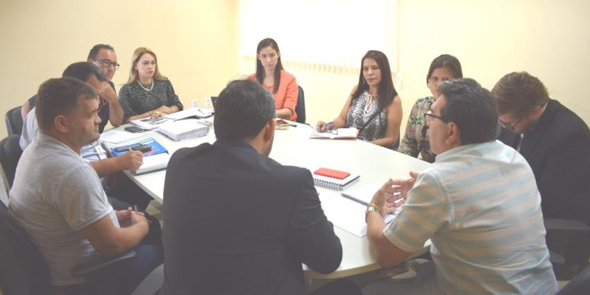 Secretário Municipal de Educação se reúne com promotora de Justiça e apresenta relatório da Educação no Campo