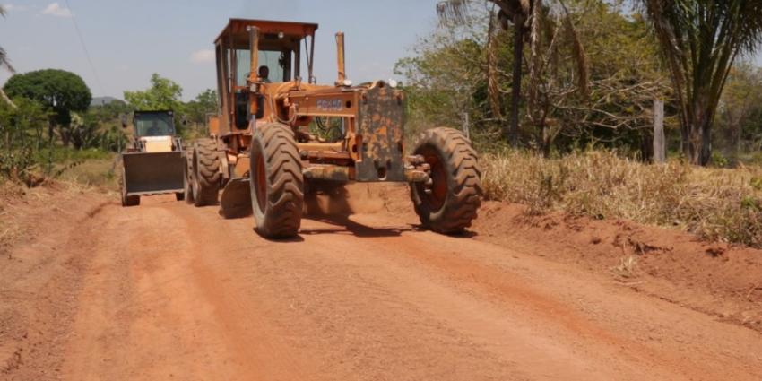Secretaria de obras restaura vias rurais