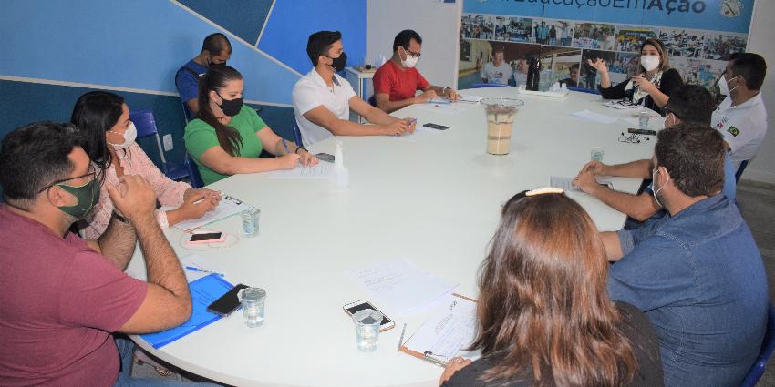 Reunião entre técnicos da SEJUDH e secretarias municipais discutem políticas públicas para a juventude