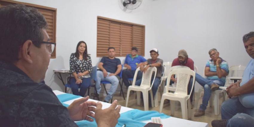 Secretaria de Educação realiza reunião com pais de alunos e motoristas do transporte escolar