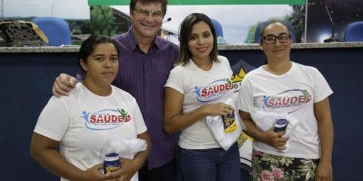Prefeitura entrega uniformes para agentes de saúde e combate às endemias