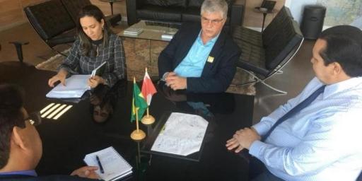 Prefeito Iavé busca recursos para o município