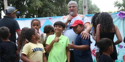 Crianças ganharam festa especial ofertada pela Prefeitura