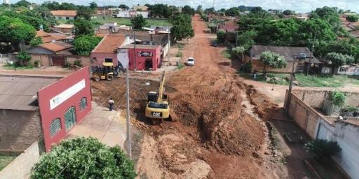 Prefeitura retira pedras para iniciar obra de drenagem na Av. Bahia