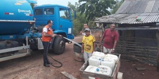 Chega água para as famílias da PA Cabeceiras pela Defesa Civil de Redenção