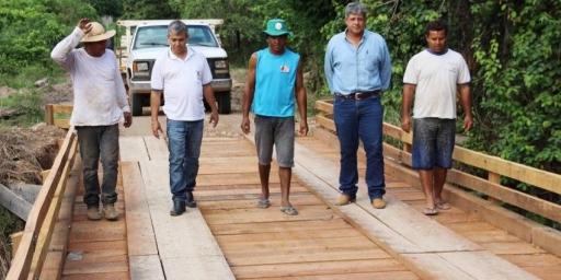 Prefeitura constrói e restaura pontes na Mata Geral