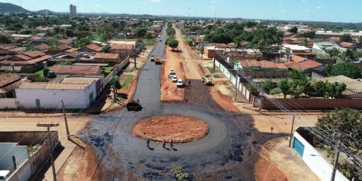 Uma das maiores avenidas está sendo asfaltada em Redenção