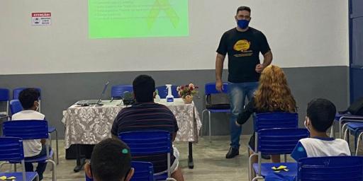 SETEMBRO AMARELO: SECRETARIA DE EDUCAÇÃO REALIZA PALESTRAS DE PREVENÇÃO AO SUICÍDIO