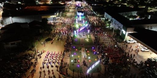 1ª Parada Natalina de Redenção reúne milhares de pessoas