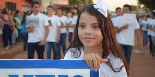 Desfile marca abertura da Semana Cívica em Redenção