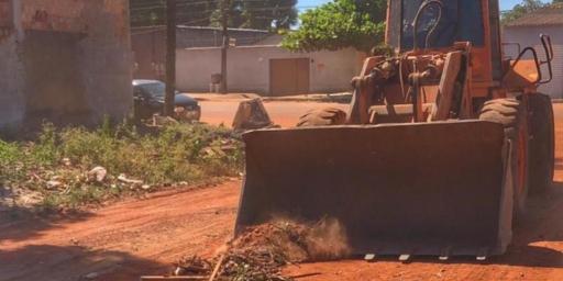 Obras adiantadas na Rua 21; limpeza e patrolamento no setor Serrinha
