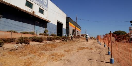 Avenida JK recebe pavimentação asfáltica