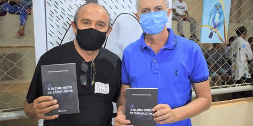 """Escritor Idevilson Bandeira lança """"A Última Noite de Zaratustra"""", seu sexto livro"""